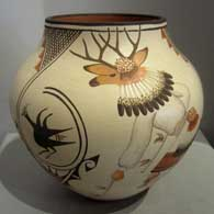 Marcellus Medina painted this pot